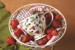 Dunoon-wijde-beker-mok-mug-Skye-WILD-STRAWBERRIES-Aardbeien-plant-bloemen-aardbeitjes-Jane-Fern